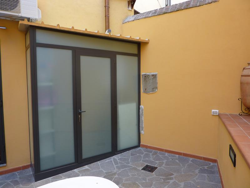 Chiusure per balconi serramenti alluminio firenze - Chiusure per finestre in legno ...