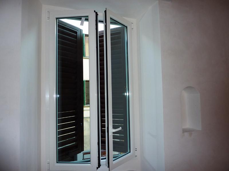 Finestre in alluminio taglio termico serramenti for Serramenti in alluminio costi